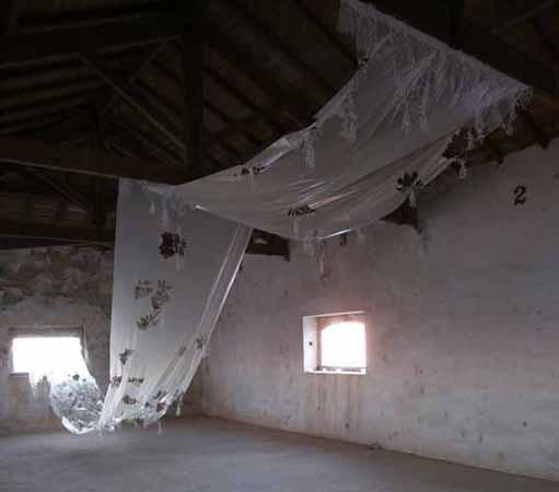 instalação de Isabel Baraona na exposição colectiva Tractor em Faro Capital da Cultura 2005